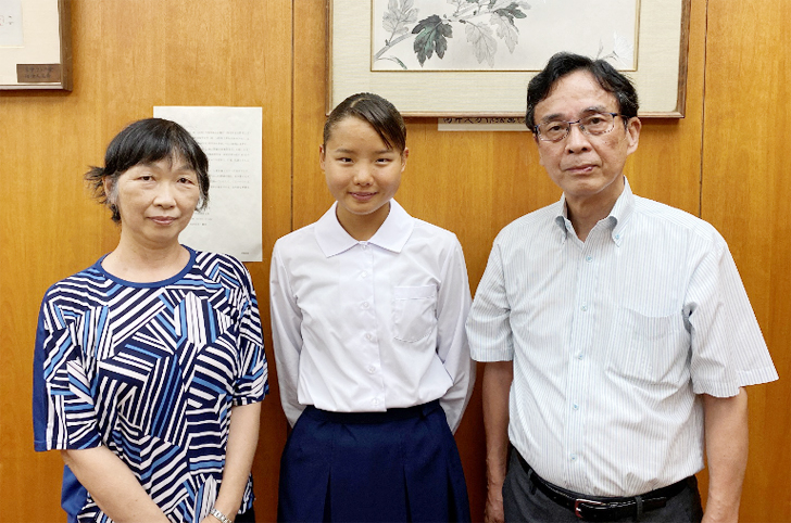 右~新田谷会長、中~久野さん、左~水野先生(顧問)